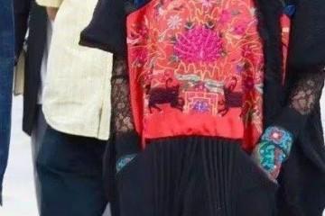 61岁杨丽萍还装天真再穿民族装就为了掩饰她逐渐老去的容颜